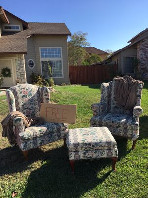 Free chairs and ottoman set with covers for Sale in Sacramento, CA