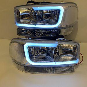 99-06 GMC Sierra 00-06 Yukon clear led headlights for Sale in Huntington Park, CA