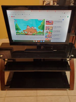 TV LG 32 inches with remote control for Sale in Saginaw, TX