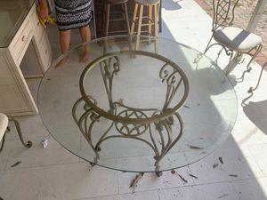 Table and chairs for Sale in Deerfield Beach, FL