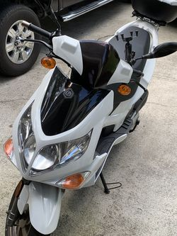 Scooter Genuine Blur 150 / 220I for Sale in Norcross,  GA
