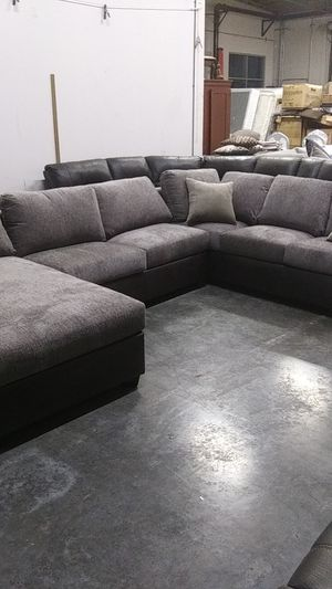 Sectional 3 piece Couch BRAND NEW for Sale in Perris, CA