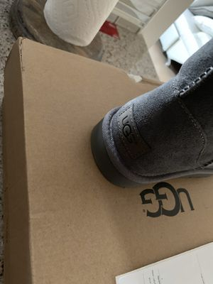 Grey Uggs size 8 for Sale in Baltimore, MD
