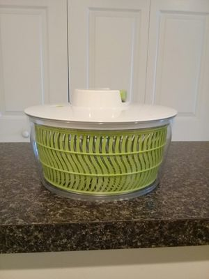 BARELY USED EXTRALARGE SPINNER SALAD for Sale in Fort Myers, FL