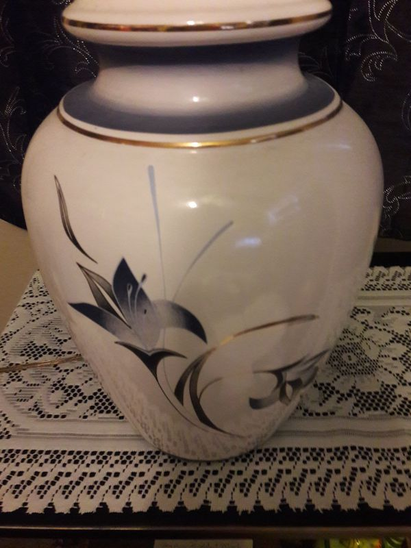 1960'S VINTAGE PORCELAIN CEREMIC GINGER JAR TABLE LAMP W/HAND PAINTED WHIMSICAL LILLIES