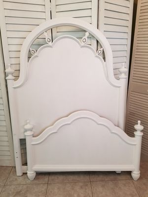 Vintage Ornate Twin White Headboard & Footboard Bed Bedroom Restored for Sale in NEW PRT RCHY, FL
