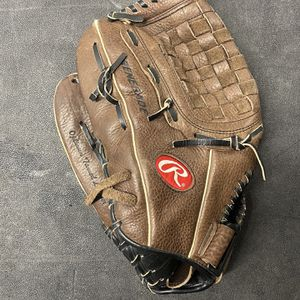 ⚾️ Rawlings Leather Outfield Glove ( Lefty) for Sale in Tampa, FL