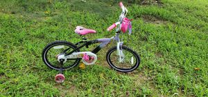 Girl bike with training wheels for Sale in Bowie, MD