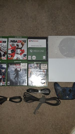 Xbox one with 6 games cords and controller for Sale in Stone Mountain, GA