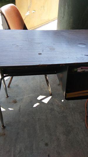 Little desk for Sale in Visalia, CA