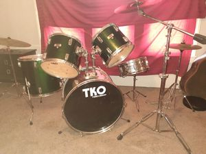 Drum set with cymbals, stands and hardware for Sale in Roseville, MI
