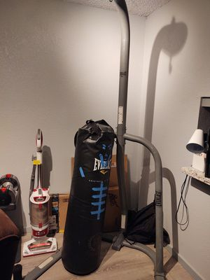 Heavy bag + stand for Sale in Everett, WA