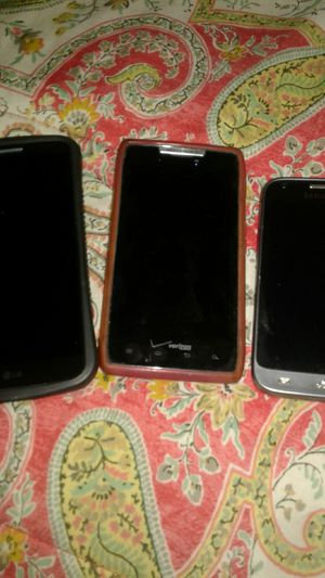 3 Phones LG, Motorola, Samsung for Sale in Phoenix, AZ