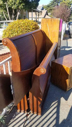 ******** FREE ******** Sleigh bed set Complete with nightstand & dresser for Sale in Concord, CA