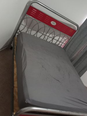 Sturdy solid vintage full size bed and frame for Sale in Harlingen, TX