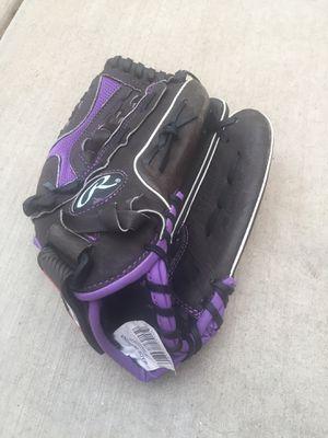 Rawlings girls softball glove for Sale in Gilbert, AZ