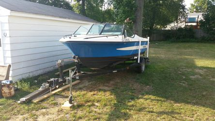 Nice ski boat hundred and fifty horsepower outboard for Sale in Akron,  OH