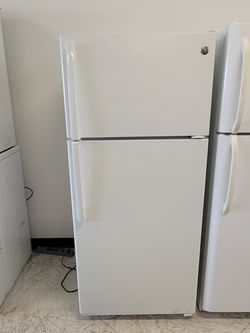 Ge Top Freezer Refrigerator Used Good Condition With 90day's Warranty for Sale in Hyattsville,  MD