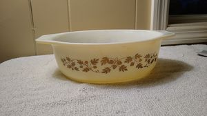 2 QUART GOLD LEAF PYREX BOWL for Sale in Columbia, SC
