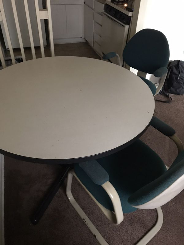 $50 Small kitchen table with 4 chairs and A 32in Flat Screen