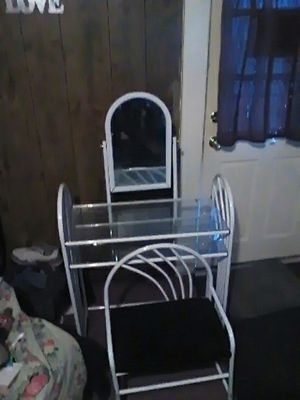 Vanity for a little girl that wants to set and do her makeup almost like brand new still for Sale in Lancaster, OH