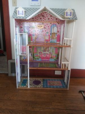 """Dollhouse 45"""" tall for Sale in Canton, OH"""