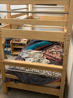 AMAZING ETHAN ALLEN LIGHT MAPLE TWIN BUNK BED W/ ROLLING NIGHTSTAND!! for Sale in Alta,  UT