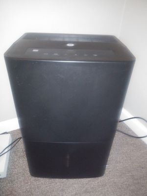 GE 70 pint dehumidifier (blk) (like new) for Sale in Columbus, OH
