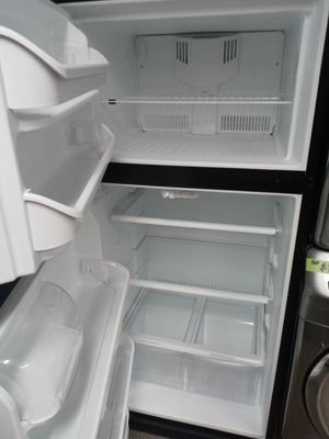 30 top bottom refrigerator PERFECT CONDITION for Sale in MD CITY, MD