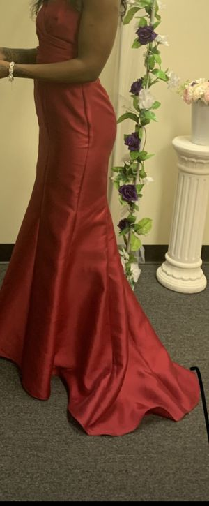 David's bridal wedding dress. With cover. Size 2. for Sale in Columbus, OH
