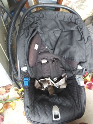 2 different car seats for infants for Sale in Antioch, CA