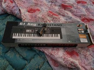 New 61 key Musical Keyboard w/Mic for Sale in Fresno, CA