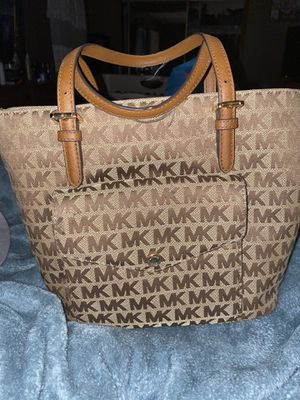 Michael Kors Hand Bag for Sale in Canton, OH