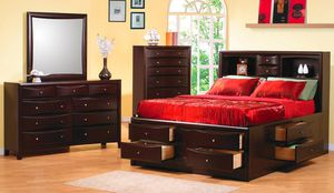 King bed set Normally $3999 on sale $1999😎2759 Irving Blvd Dallas 75207😎 for Sale in Dallas, TX
