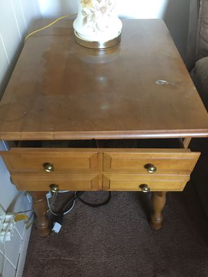 End table with drawer for Sale in Longwood, FL