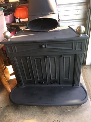 Wood burning stove cast iron very good condition, winter will be here soon enough $650 for Sale in Varna, IL