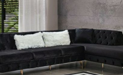 ⭐ In Stock 💗Lucca Velvet Black RAF Chaise Sectional 🌟Couch & living room set & sofa for Sale in Houston,  TX