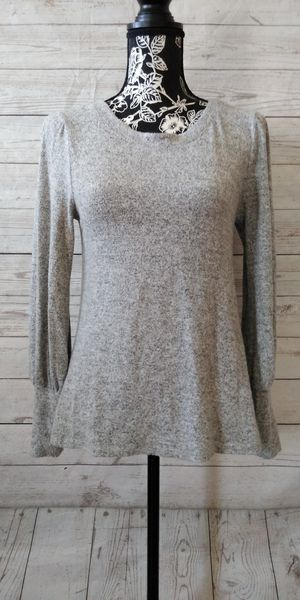 Beautiful kIKi Sweater , women's size M ( excellent condition ) for Sale in Frederick, MD