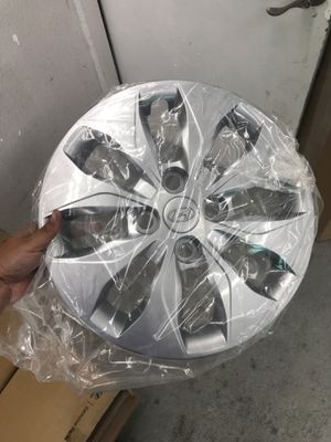 2014 Hyundai Accent hubcap for Sale in Denver, CO