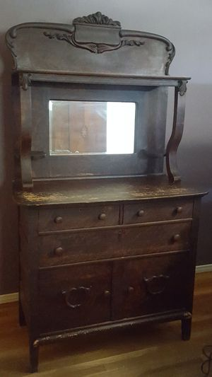 Antique dresser 40.00 for Sale in Fullerton, CA