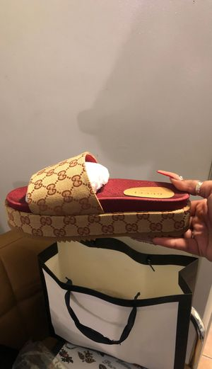 Gucci Slides. Never worn for Sale in Hawthorne, CA