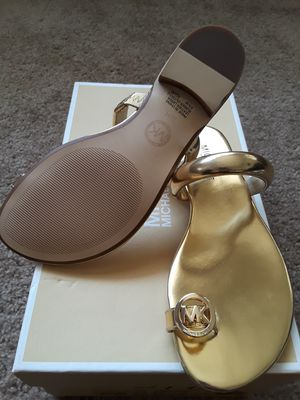 Michael kors womens Nora toe thong sandals for Sale in March Air Reserve Base, CA