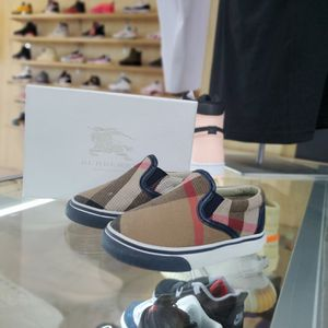 Burberry Sneaker for Sale in Greensboro, NC