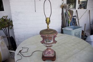 Chinese style lamp (works & good condition) for Sale in Costa Mesa, CA