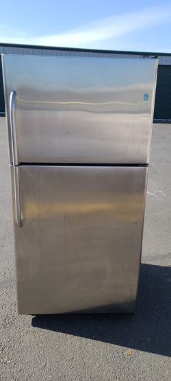 Ge Stainless steel Refrigerator((willing to deliver for free>/ for Sale in Auburn,  WA