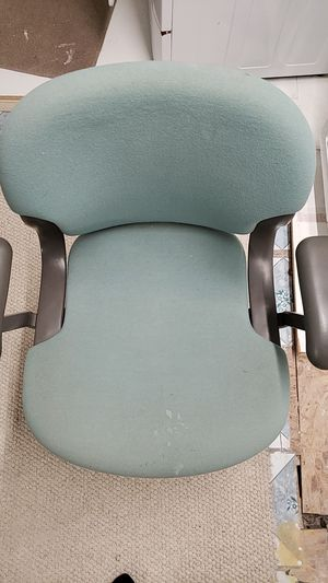 Office Quality 5 wheel desk chair for Sale in Framingham, MA