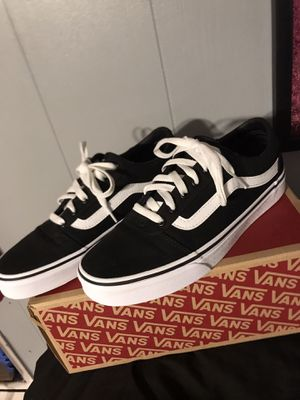 White and black vans for Sale in Lakewood, OH