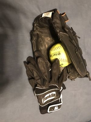 """Mizuno Supreme Series 13"""""""" Slowpitch Softball Glove and Franklin XXL batting gloves and soft ball for Sale in Bethalto, IL"""