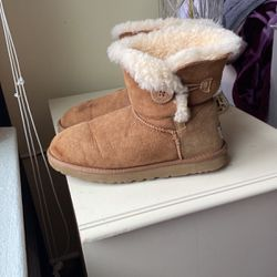 Uggs Size 9 for Sale in Trenton,  NJ