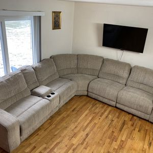 Beautiful 4 Piece Sectional W/ Electronic Recliners In Amazing Shape. Smoke Free, Pet Free, Kid Free for Sale in Roseville, MI